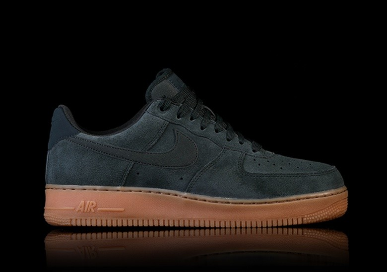 NIKE AIR FORCE 1  07 LV8 SUEDE GREEN por €97 3f49a10a1dbf2
