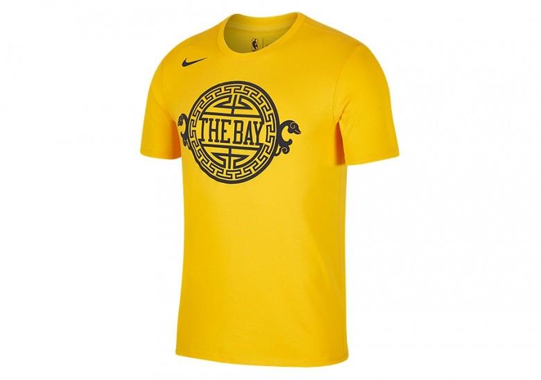 8c5591f43 NIKE NBA GOLDEN STATE WARRIORS DRY TEE UNIVERSITY GOLD per €32,50 ...