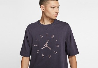 NIKE AIR JORDAN GRAPHIC TEE GRIDIRON